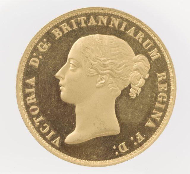 Victoria five pounds
