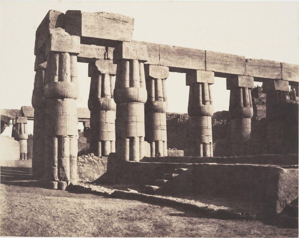 Louksor (Thèbes), Construction Postérieure - Galeries - Parallèles