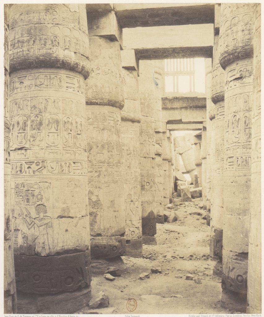 Karnak (Thèbes), Palais - Salle Hypostyle - Fenêtre et Chapiteaux des Galleries Latérales