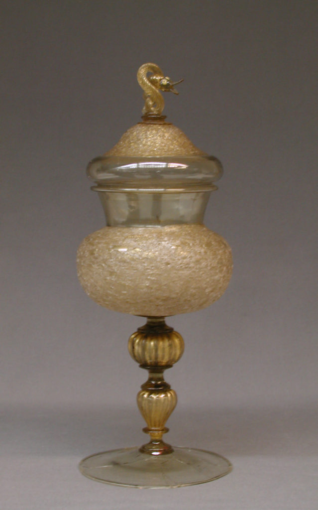 Standing cup with cover