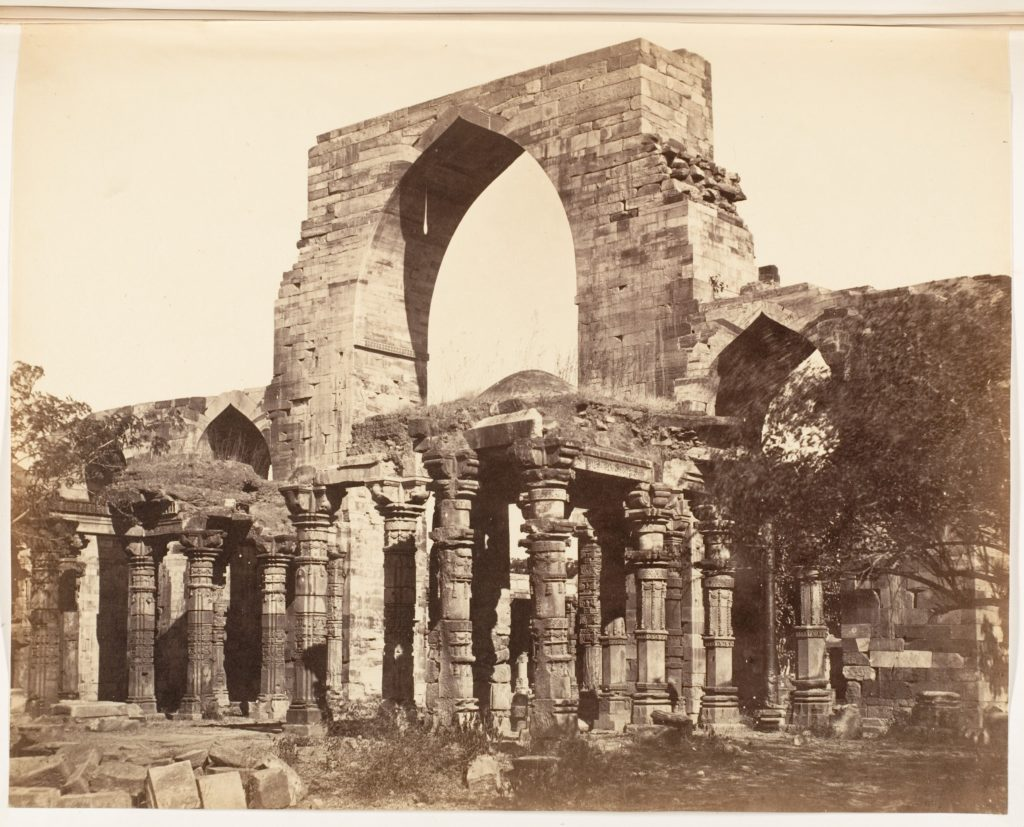 [Hindoo Pillars and Mahomedan Arch at the Qutub Minar, Delhi]