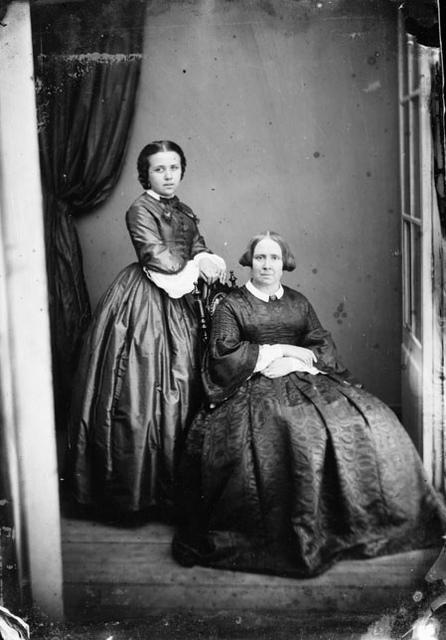 Cécile et Berthe, atelier Vidal, vers 1860
