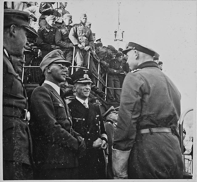 RK und Admiral Schmundt im Gespräch mit einem U-Bootkommandanten, links: RKS und Otte