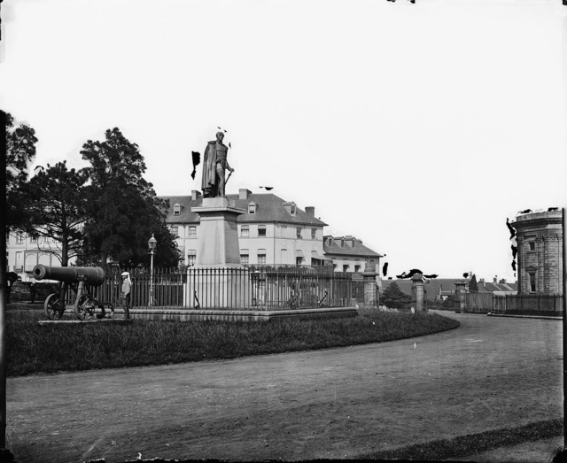 Governor Bourke's Statue at the entrance to the Botanical Gardens, Sydney, 1870-1875, The American & Australasian Photographic Company