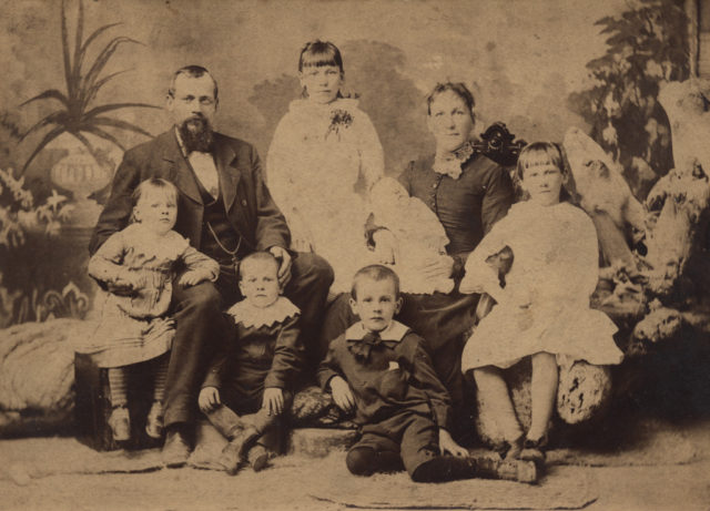 Portrait of family, 1884