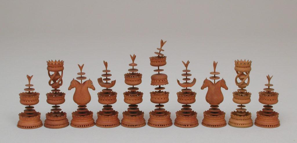 Chessmen (32) and box