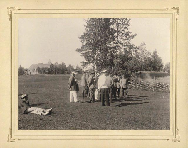 Grand Duke Andrei Vladimirovich shoots. Nicholas II with his family members, hunting.
