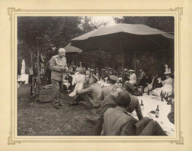 Grand Duke Andrei Vladimirovich, Victoria-Augusta among the participants in a picnic.