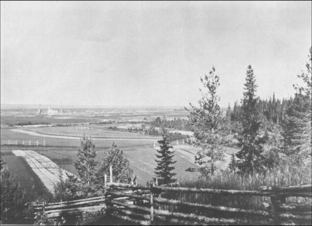 Village of Sura from Poklonnaya Hill, the favorite place of the walk of Father John of Kronstadt. Archangel region, 1891