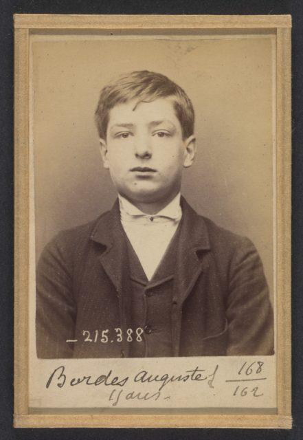 Bordes. Auguste. 15 ans, né à Paris XVIIIe. Garçon Marchand de vins. Anarchiste. 9/3/94.