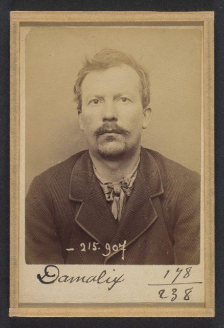 Damalix. Émile, Auguste. 37 ans, né à St-Claude (Doubs). Charpentier. Anarchiste. 19/3/94.