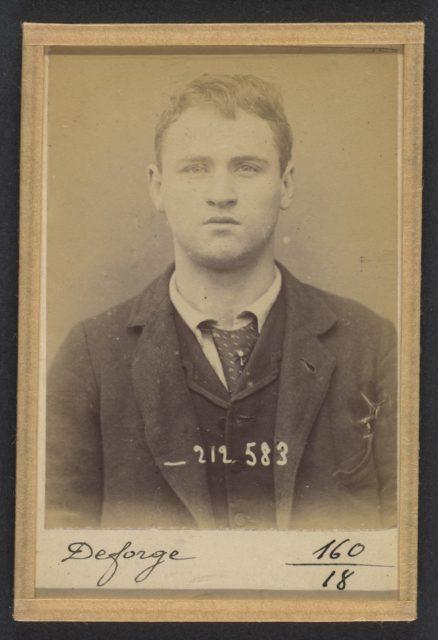 Deforge. Henri, Walter. 19 ans, né à Bruxelles (Belgique). Porteur de journaux. Anarchiste. 6/1/94.