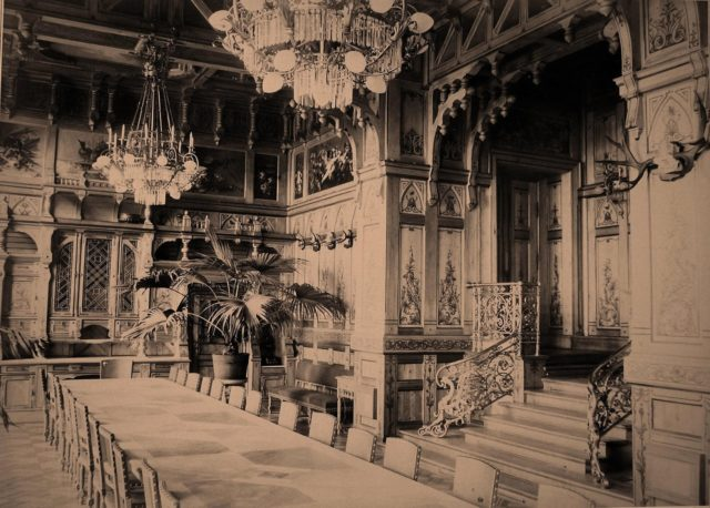 Dining room in the Imperial Belovezh Palace.