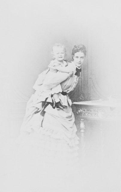 Empress Maria Feodorovna with kid