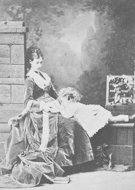 Empress Maria Feodorovna with kid