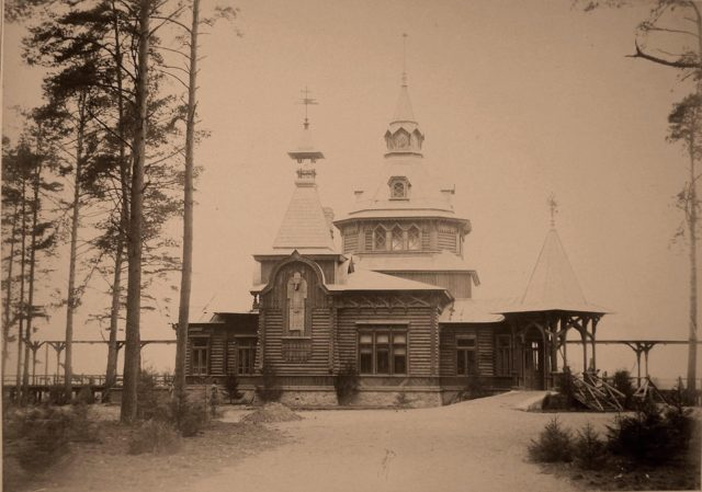 View of the imperial pavilion near the station Gainovka.