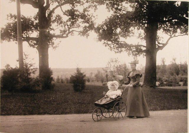 Nurse Grand Duchess Olga Nikolaevna on a walk with the pupil. Near Belovezh Palace.