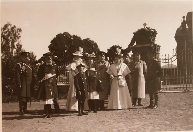 The family of the commandant of the Belovezhsky Palace