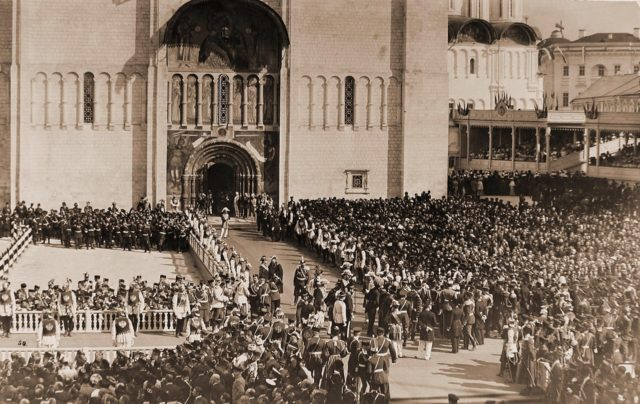 Entrance to the Uspenskiy Cathedral. Coronation of Emperor Nicholas II and Empress Alexandra Feodorovna, 1896