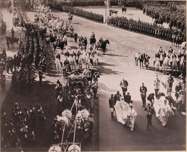 Empress Alexandra Fedorovna and Maria Fyodorovna go to the chapel