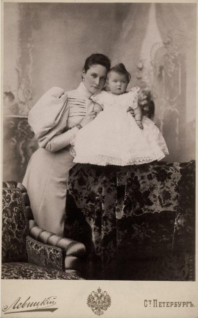 Empress Alexandra Feodorovna with Grand Duchess Olga Nicholaevna. 1896.