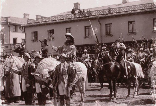 Heralds announce the holy coronation of Emperor Nicholas II and Empress Alexandra Feodorovna, 1896