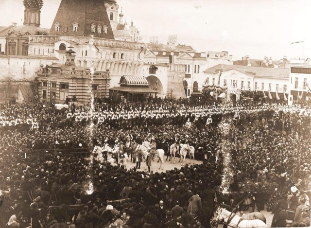Lubyanka Square at the Vladimir Gate China Towns announce to the townspeople about the day of the holy coronation
