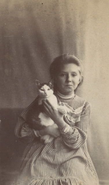 Murom, Portrait of a girl with a cat. 1896