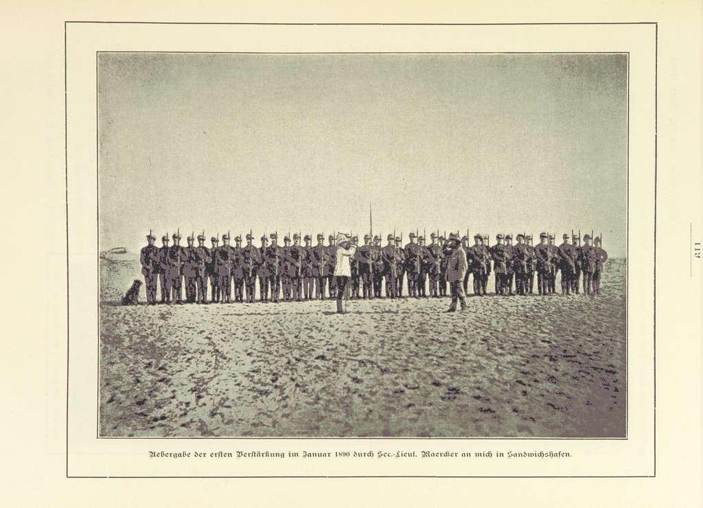 Nama und Damara pg143 Übergabe der ersten Verstärkung im Januar 1890 durch Sec.Lieut. Maerdier an mich in Sandwichshafen