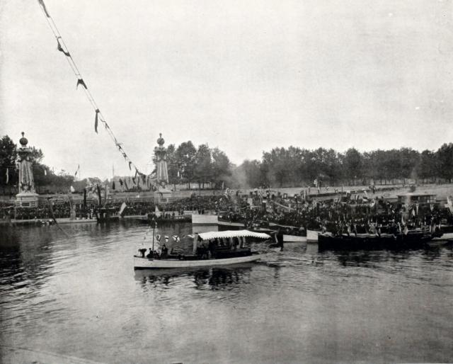 Nicholas II is laying down Pont Alexandre III, Paris, France