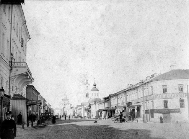 Vladimir - The Great Moscow Street. Stone building of the late XVIII - XIX centuries.