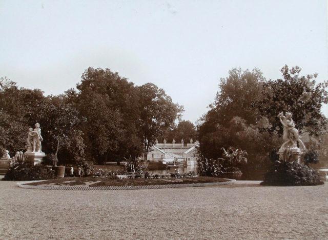 The Lazenkovsky Palace Park