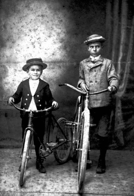 Boys with bicycles - Miami