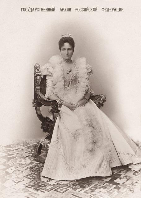 Empress Alexandra Feodorovna . 1898 .