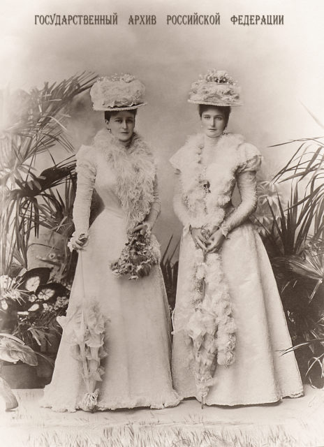Empress Alexandra Feodorovna with her sister Grand Duchess Elizaveta Feodorovna .1898.