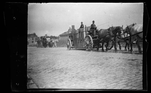[Spanish-American War, California and Oregon volunteer infantries departing to Manila]