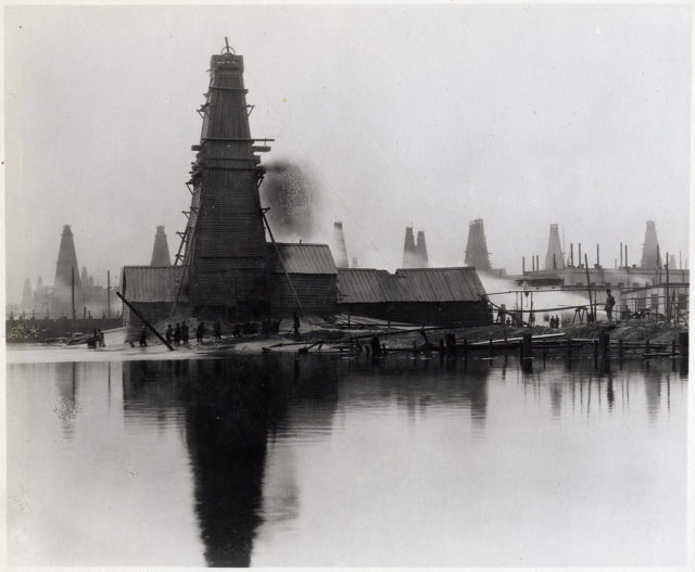Baku. Oil production from wells and wells.
