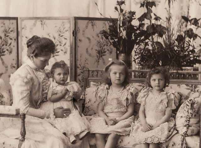 Empress Alexandra Feodorovna with Grand Duchesses Maria,Olga and Tatiana. 1900.