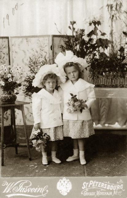 Grand duchesses Olga and Tatiana. 1900.