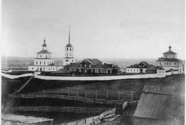 Neighborhoods of Pinega. Krasnogorsk Bogoroditsky Monastery.