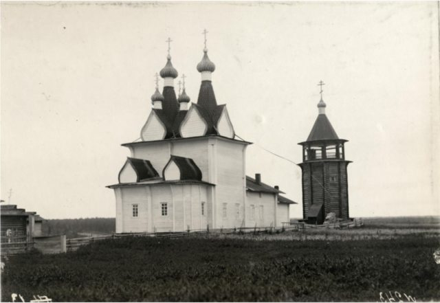 Neighborhoods of Pinega. The village of Pirinem, St. George's Church in 1717 and the bell tower of 1750