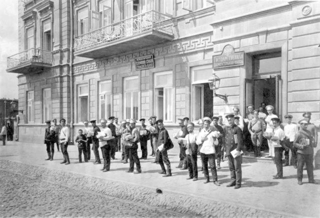 Newsstanders. The international telegraph station Tiflis-Baku. State savings bank.