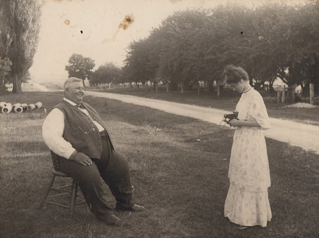 Photographing Jonathan Miller, date unknown