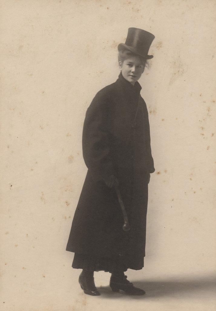 Портрет дочери в костюме для верховой езды, дата неизвестна