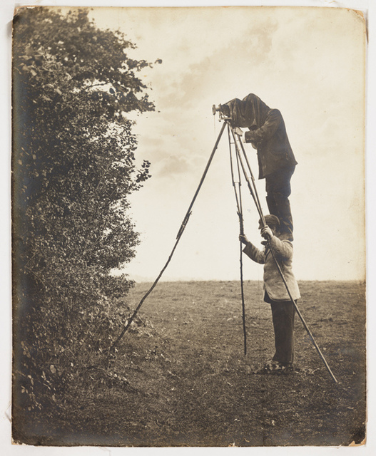 Richard and Cherry Kearton taking a photograph of a bird's nest