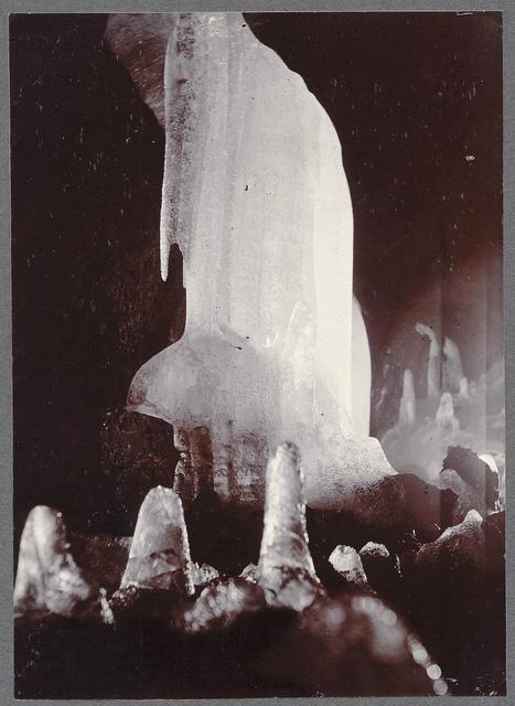 The ice-curtain in Surtshellir.