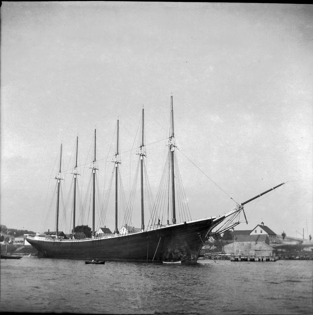 The 6-masted schooner George W. Wells,