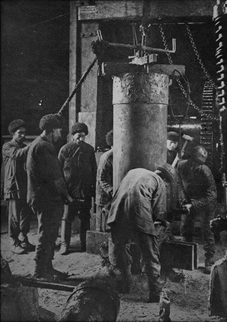 Work on an oil well, Baku