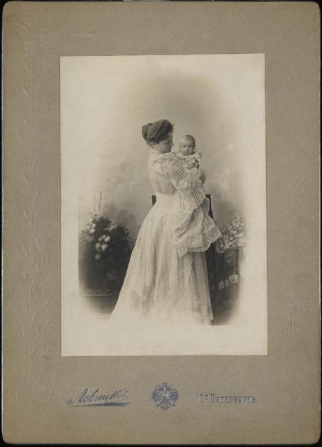 Empress Alexandra Feodorovna with Grand Duchess Anastasia