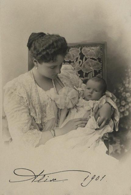Empress Alexandra Feodorovna with Grand Duchess Anastasia Nicholaevna .1901.